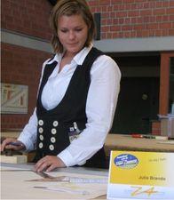 Julia Brando beim Aufriss der Schiftaufgabe 2008.